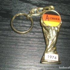 Coleccionismo deportivo: -LLAVERO FUTBOL ALEMANIA GANADOR MUNDIAL 1974 - FIFA WORLD CUP - KEYRING. Lote 99480127