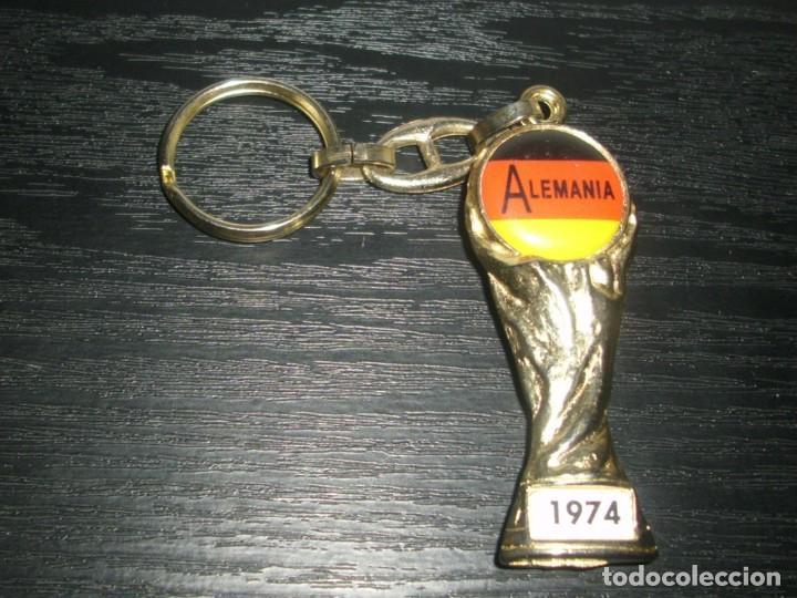 -LLAVERO FUTBOL ALEMANIA GANADOR MUNDIAL 1974 - FIFA WORLD CUP - KEYRING (Coleccionismo Deportivo - Merchandising y Mascotas - Futbol)