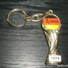 Coleccionismo deportivo: -LLAVERO FUTBOL ALEMANIA GANADOR MUNDIAL 1974 - FIFA WORLD CUP - KEYRING. Lote 99480159