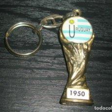 Coleccionismo deportivo: -LLAVERO FUTBOL URUGUAY GANADOR MUNDIAL 1950 FIFA WORLD CUP - KEYRING. Lote 99481031
