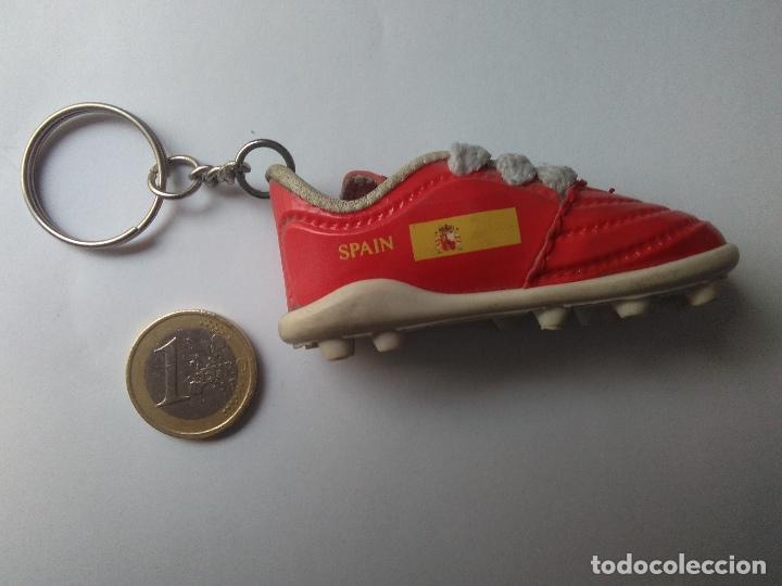 Coleccionismo deportivo: LLAVERO BOTA DE FUTBOL ESPAÑA/SPAIN,SELECCION ESPAÑOLA_LA ROJA_EUROCOPA 2008 - Foto 3 - 99819531