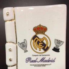Coleccionismo deportivo: HUCHA LIBRO DEL REAL MADRID, CERAMICA 16,5X11X6. Lote 101125651