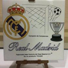 Coleccionismo deportivo: AZULEJO DE 15X15 CON TRIPODE DE PVC DEL REAL MADRID 4 MODELOS DIFERENTES. Lote 104464619