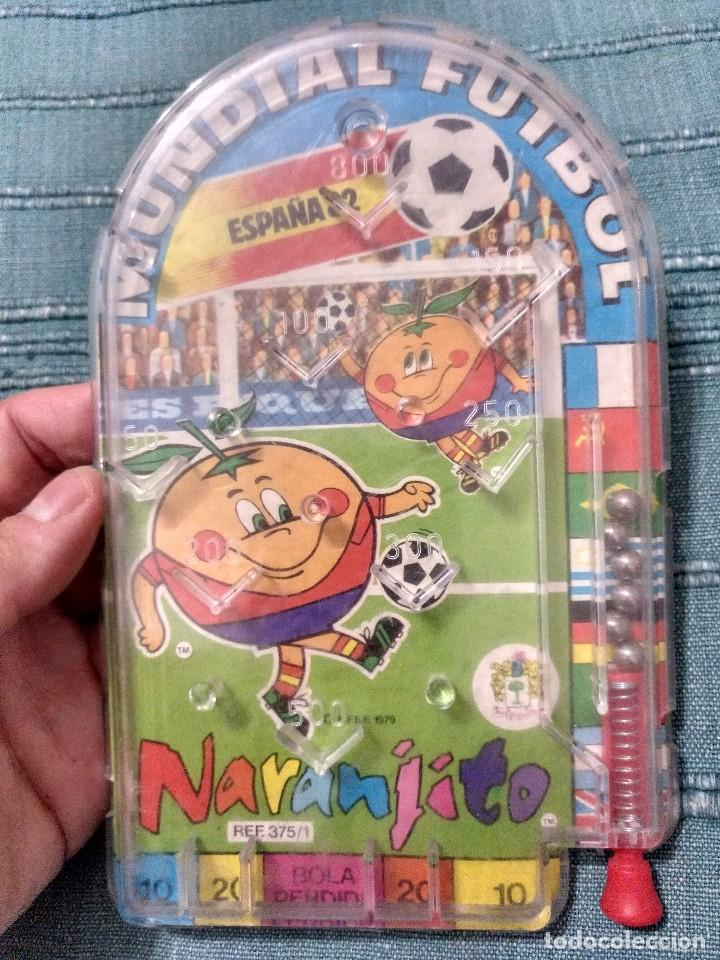 MUNDIAL 82 ESPAÑA NARANJITO PIN BALL BILLARIN (Coleccionismo Deportivo - Merchandising y Mascotas - Futbol)