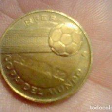 Coleccionismo deportivo: MONEDA AÑOS 70 80 PROMOCIONAL YOGUR MUNDIAL 82 ALEMANIA CAMPEON MUNDO 1974 . Lote 102458615