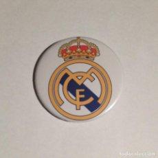 Coleccionismo deportivo: REAL MADRID - CHAPA 59MM (CON IMPERDIBLE). Lote 108145791