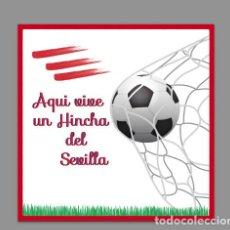 Coleccionismo deportivo: AZULEJO 15X15 AQUI VIVE UN HINCHA DEL SEVILLA. Lote 110022943