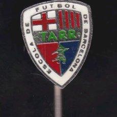 Coleccionismo deportivo: INSIGNIA FÚTBOL CLUB BARCELONA . Lote 111877451