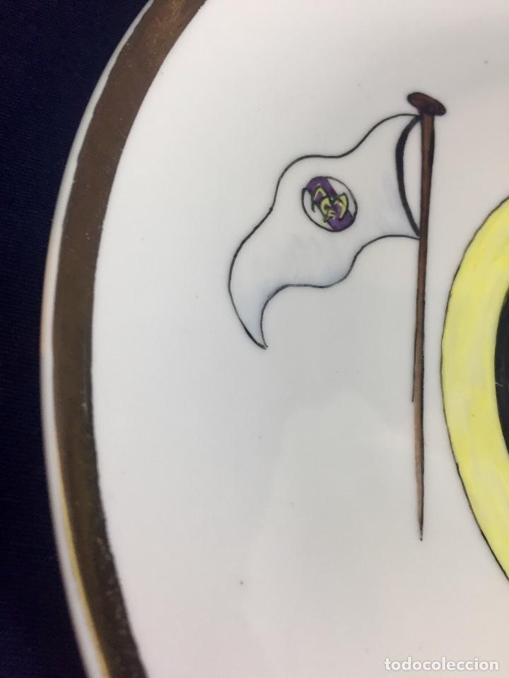 Coleccionismo deportivo: plato porcelana futbol club pintado a mano dorado real madrid no marcas mitad s XX 23,5cms - Foto 8 - 112556867