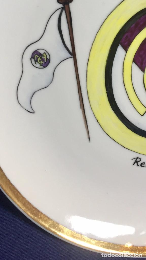Coleccionismo deportivo: plato porcelana futbol club pintado a mano dorado real madrid no marcas mitad s XX 23,5cms - Foto 13 - 112556867