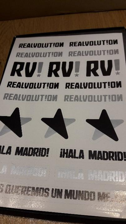 Coleccionismo deportivo: REALVOLUTION / CD + DVD + CHAPAS + ADHESIVOS + FOTO-LIBRO / PRECINTADO / LEER. - Foto 3 - 184259713