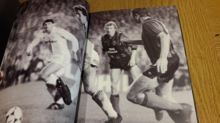Coleccionismo deportivo: REALVOLUTION / CD + DVD + CHAPAS + ADHESIVOS + FOTO-LIBRO / PRECINTADO / LEER. - Foto 6 - 184259713