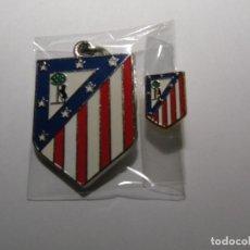 Coleccionismo deportivo: LOTE COMPUESTO POR LLAVERO Y PIN DEL ATLETICO DE MADRID. Lote 151877852