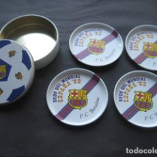Collezionismo sportivo: CAJA 4 POSAVASOS METAL. FUTBOL CLUB BARCELONA SEDE MUNDIAL ESPAÑA 82 NARANJITO. Lote 114036559