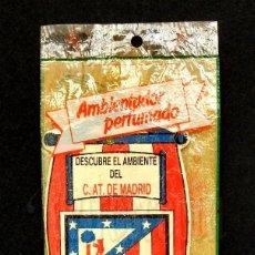 Coleccionismo deportivo: ANTIGUO AMBIENTADOR PERFUMADO DEL ATLÉTICO DE MADRID. SIN ABRIR. FÚTBOL. Lote 114110531