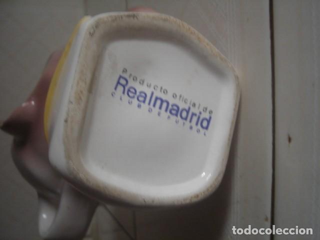 Coleccionismo deportivo: Jarra Roberto Carlos. Producto oficial Real Madrid. - Foto 5 - 114193515