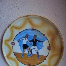 Coleccionismo deportivo: (F-180325)ANTIGUO PLATO DE GRAN TAMAÑO ESCENA FOOT-BALL. Lote 114339247
