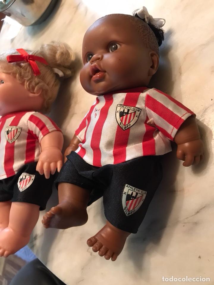 Coleccionismo deportivo: 2 muñecas del Atletic de Bilbao - Foto 2 - 114348422