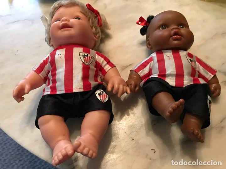 Coleccionismo deportivo: 2 muñecas del Atletic de Bilbao - Foto 3 - 114348422