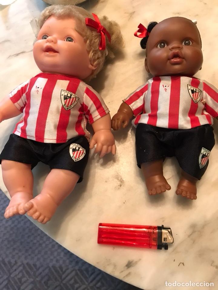 Coleccionismo deportivo: 2 muñecas del Atletic de Bilbao - Foto 4 - 114348422
