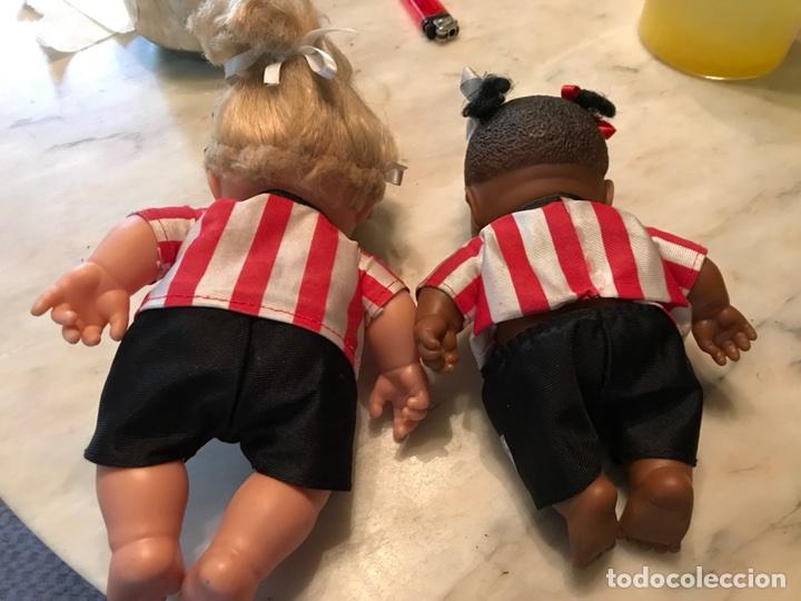 Coleccionismo deportivo: 2 muñecas del Atletic de Bilbao - Foto 5 - 114348422