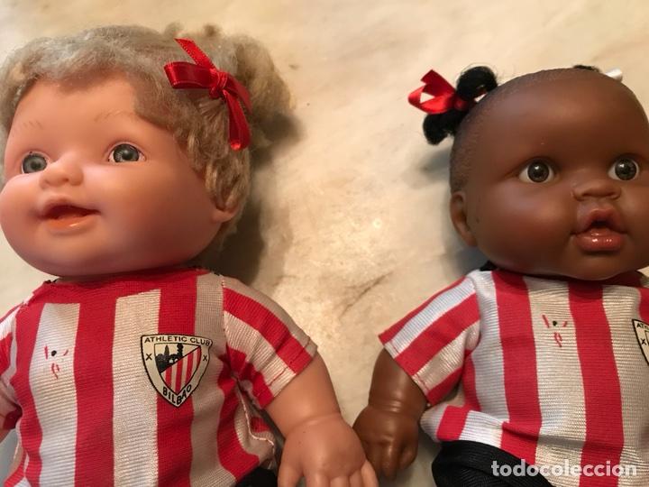 Coleccionismo deportivo: 2 muñecas del Atletic de Bilbao - Foto 6 - 114348422