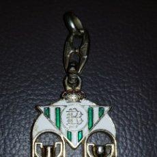 Coleccionismo deportivo: LLAVERO DEL REAL BETIS CAMPEÓN COPA REY 1977 CAMPEON LIGA 1935. Lote 114503215