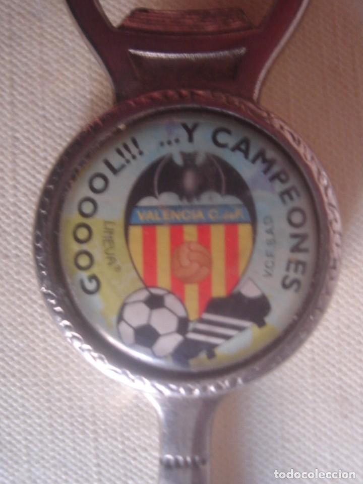 Coleccionismo deportivo: Muy raro abridor/ abrebotellas / abrecartas del Valencia C. F. Limeva. Años 80 - Foto 4 - 115390079