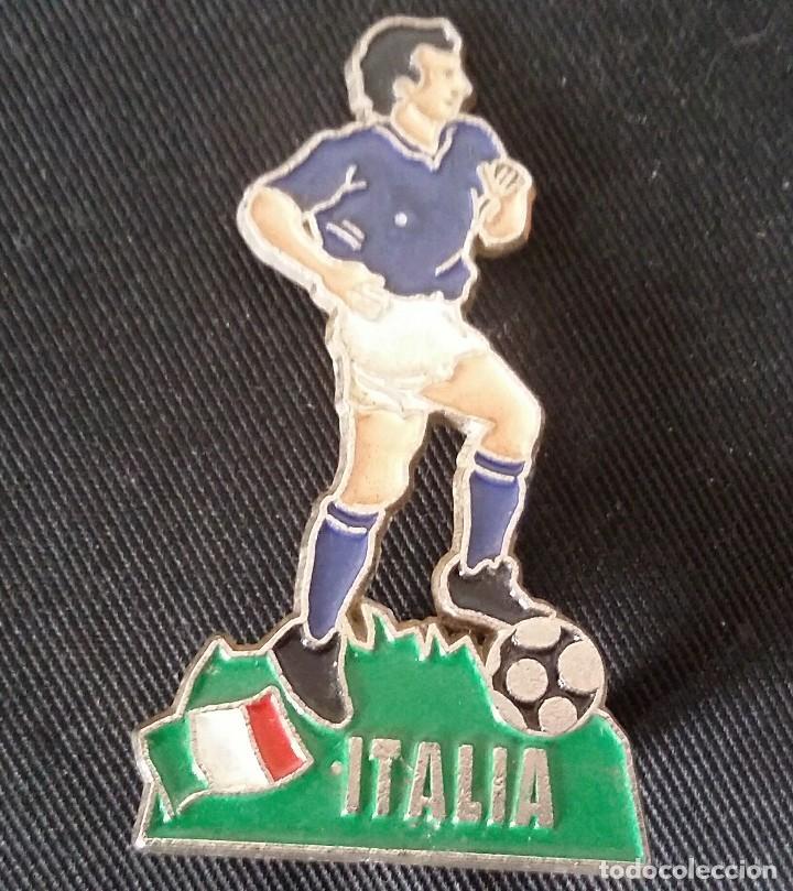 Coleccionismo deportivo: JUGADOR DE FÚTBOL DE METAL DE ITALIA DE LA EUROCOPA 1996 DE INGLATERRA. - Foto 2 - 117451235