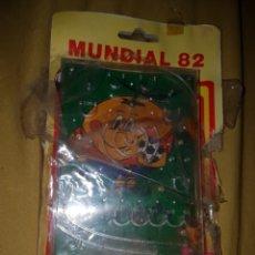Coleccionismo deportivo: JUEGO BOLAS MUNDIAL 82 NARANJITO. Lote 117854148