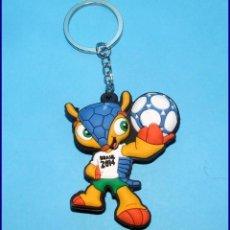 Coleccionismo deportivo: LLAVERO FULECO MASCOTA DEL MUNDIAL DE FUTBOL BRASIL FIFA 2014 FIGURA EN GOMA. Lote 118776707
