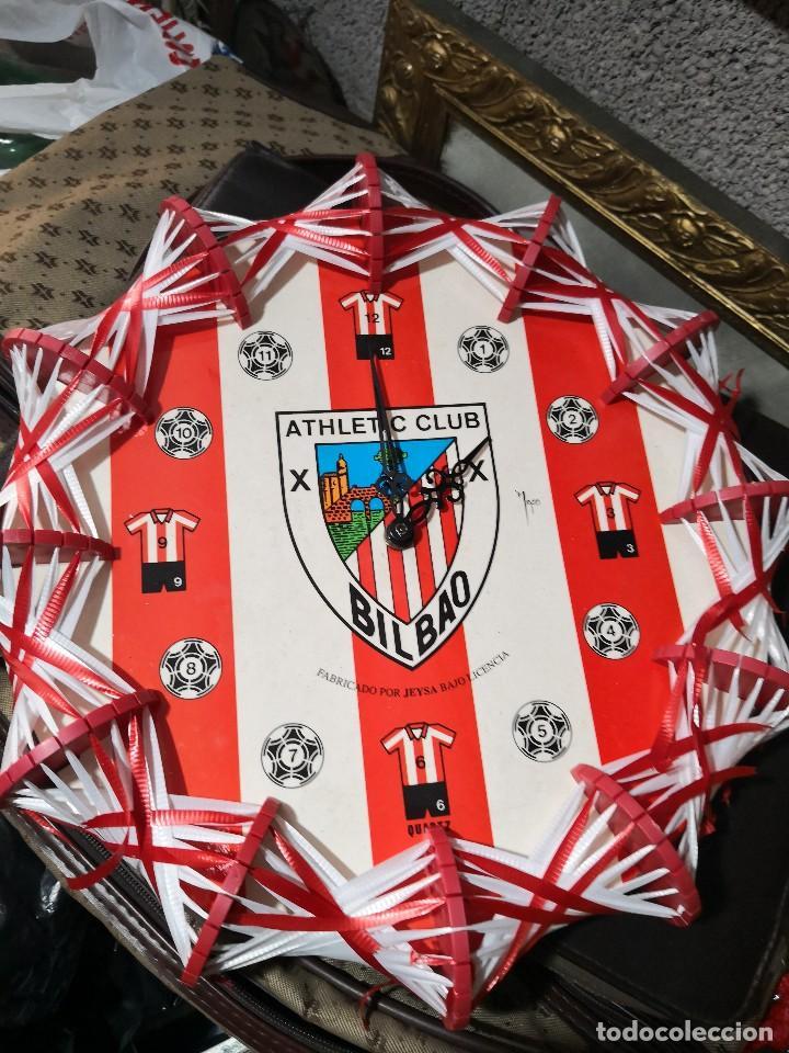 PRECIOSO Y DIFICIL RELOJ DE PARED DEL ATHLETIC CLUB DE BILBAO METAL, PLASTICO Y CINTA (Coleccionismo Deportivo - Merchandising y Mascotas - Futbol)