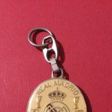Coleccionismo deportivo: LLAVERO REAL MADRID ANTIGUO ESMALTADO. Lote 119629711