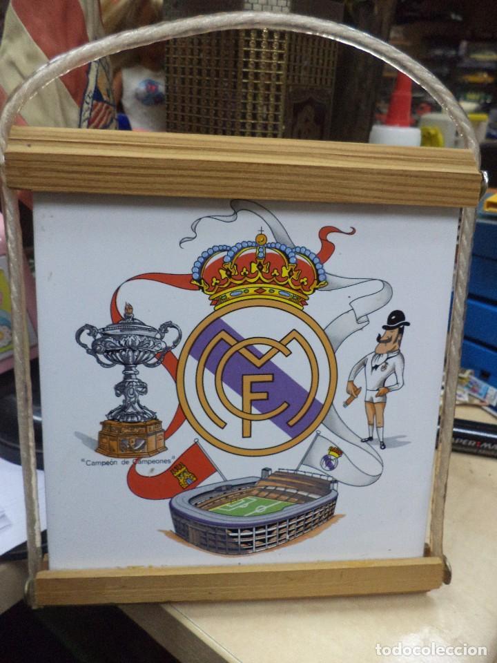 AZULEJO DEL REAL MADRID AÑOS 80,CON MARCO PARA COLGAR. (Coleccionismo Deportivo - Merchandising y Mascotas - Futbol)