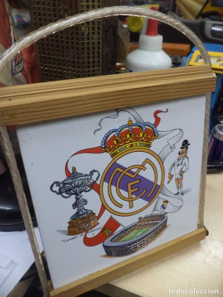 Coleccionismo deportivo: Azulejo del Real Madrid años 80,con marco para colgar. - Foto 2 - 119859411