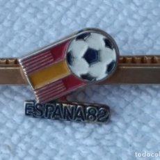 Coleccionismo deportivo: SUJETA CORBATA MUNDIAL 82. Lote 120474659