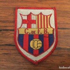 Coleccionismo deportivo: ESCUDO TELA CLUB DE FUTBOL BARCELONA BARÇA. RAREZA. Lote 120491735