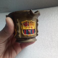 Coleccionismo deportivo: ANTIGUO CENICERO CFB CLUB FUTBOL BARCELONA EN BRONCE MUY RARO DE VER. Lote 121362387