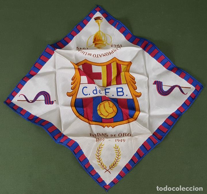 PAÑUELO DE SEDA. F.C BARCELONA. CAMPEONES DE LIGA 1948-1949. BODAS DE ORO. 1899-1949. (Coleccionismo Deportivo - Merchandising y Mascotas - Futbol)