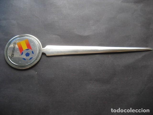 Coleccionismo deportivo: ABRECARTAS MUNDIAL DE FUTBOL ESPAÑA 1982. NARANJITO - Foto 3 - 124666787