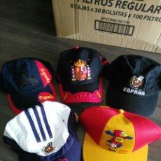 Coleccionismo deportivo: GORRAS ESPAÑA. LOTE DE CINCO DIFERENTES. Lote 124892888