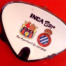 Coleccionismo deportivo: ESCUDO CLUB FUTBOL BARCELONA Y REAL CLUB DEPORTIVO ESPAÑOL ANTIGUO CENICERO ESMALTADO FUEGO . Lote 125144787