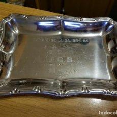 Coleccionismo deportivo: BANDEJA ACERO INOX FUTBOL CLUB BARCELONA - CAMPIÓ DE LLIGA 1984 /85 - GRABADO. Lote 126589239