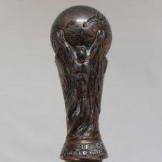 Coleccionismo deportivo: BASTÓN COPA DEL MUNDIAL DE FÚTBOL DE LA FIFA. Lote 127586319