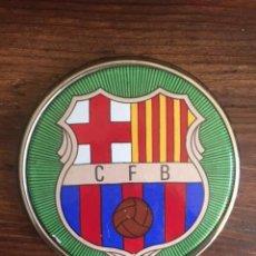 Coleccionismo deportivo: AÑOS 1960- PLACA METÁLICA ESMALTADA- C. F. BARCELONA. Lote 128976047