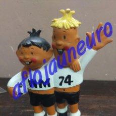 Coleccionismo deportivo: FUTBOL MUNDIAL ALEMANIA 1974 - FIGURA GOMA TIP Y TAP MASCOTA WM 74. Lote 129536091