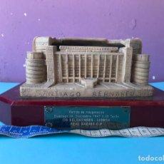 Coleccionismo deportivo: REPLICA DEL SANTIAGO BERNABEU CON PLACA DEL PARTIDO INAUGURAL - REAL MADRID. Lote 130288038