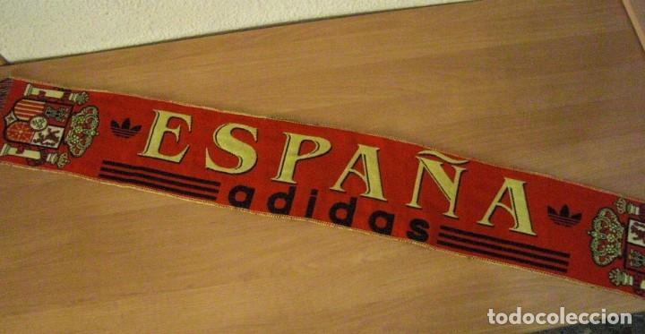 Coleccionismo deportivo: LOTE BUFANDA Y BANDERA ESPAÑA - Foto 2 - 130983372