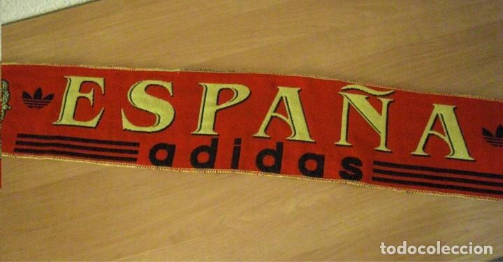 Coleccionismo deportivo: LOTE BUFANDA Y BANDERA ESPAÑA - Foto 3 - 130983372
