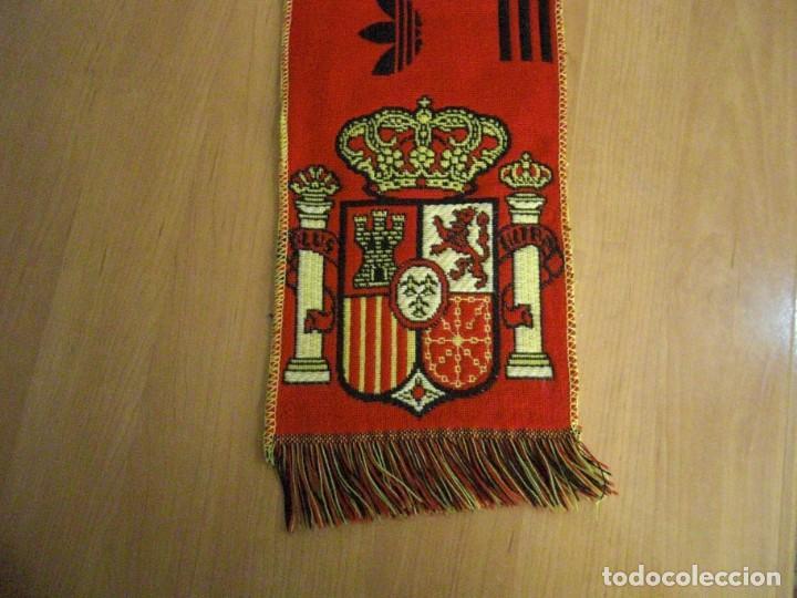 Coleccionismo deportivo: LOTE BUFANDA Y BANDERA ESPAÑA - Foto 4 - 130983372